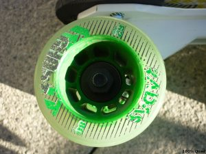 L'écrou en plastique sert de protection au roulement